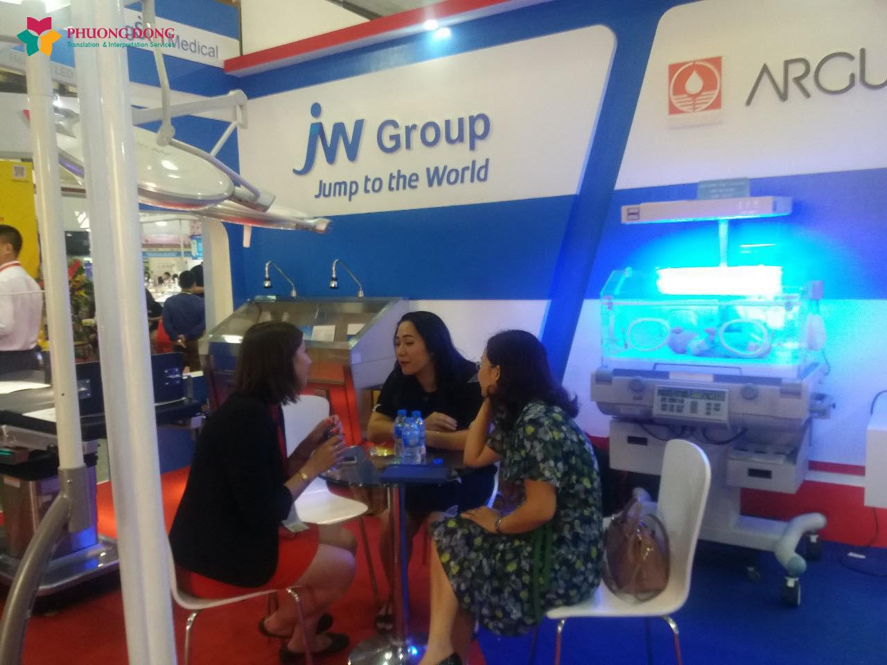 Phiên dịch triển lãm cho công ty cổ phần thiết bị y tế Trường Sơn