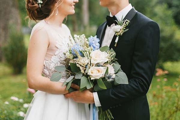 Liên hệ tìm phiên dịch viên đám cưới