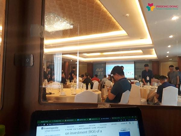 Một buổi phiên dịch cabin về Mobile Game tại TPHCM có hàng trăm khách tham dự do Dịch Thuật Phương Đông thực hiện.