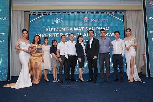 Một dự án phiên dịch cho sự kiện ra mắt sản phẩm có sử dụng MC song ngữ Anh - Việt của Dịch Thuật Phương Đông
