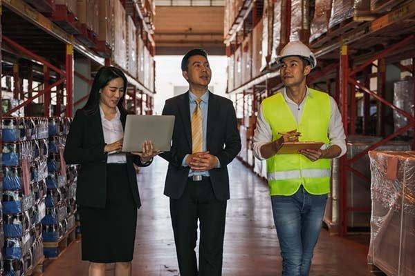 Phiên dịch mua bán máy móc thiết bị - Giải pháp hiệu quả trong giao thương quốc tế