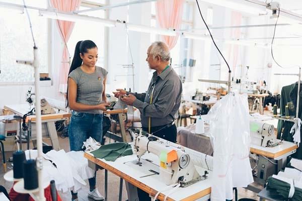 Phiên dịch chuyên ngành may mặc - chấp cánh cho hàng Việt vươn xa thế giới